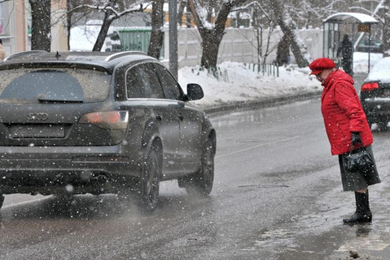 Как пешеходу наказать водителя за одежду, испорченную грязью из лужи