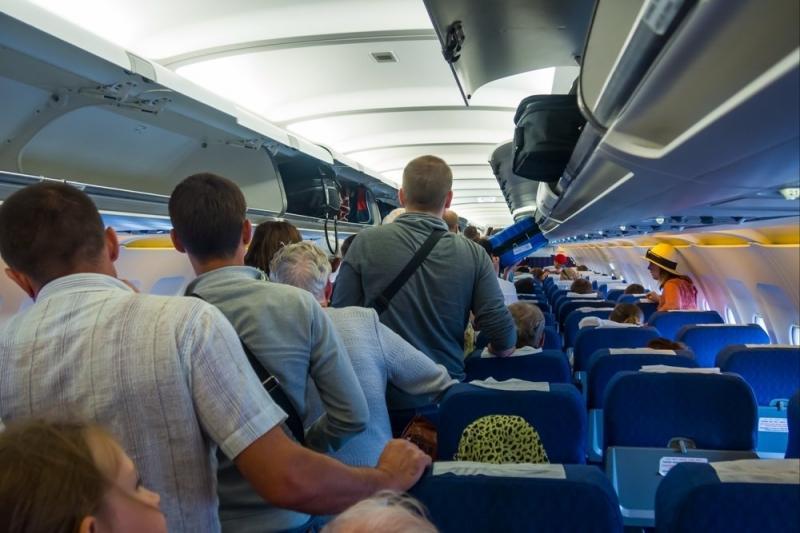 За дебоши в самолетах стали чаще привлекать по уголовной статье