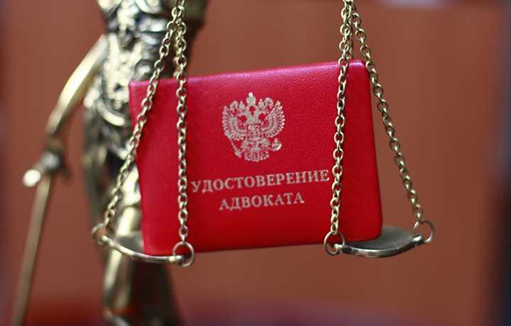 Защитник через суд добивается вступления в уголовное дело своих доверителей, находящихся в розыске